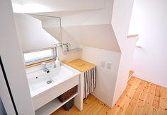 階段下を有効利用した造作洗面 Decor, Alcove Bathtub, Storage, Home, Under Stairs, Furniture, House, Basin, Bathroom