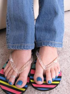 Pretty Feet and Sexy Toe Ring! Heeled Flip Flops, Blue Toes, Sexy Toes, Pretty Toes, Women's Feet, Bare Foot Sandals, Toe Rings, Barefoot, Jeans