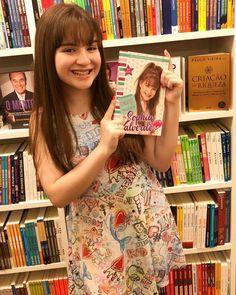 """Quem aí já tem o meu livro? 🥰 Então me contem o que acharam dele, qual a sua parte favorita e qual a foto que mais gostou do livro 😉 """"O…"""