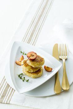 Cerchi una ricetta light per cucinare le crocchette di patate? Prova le deliziose schiacciatine di patate e mele, sono più leggere perché non fritte!
