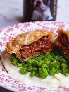 There's only one thing you can do to make Beef Bourguignon better and that's to make it into a pie. Made with beef mince, these beef bourguignon pies are a budget friendly alternative t… Mini Pie Recipes, Waffle Maker Recipes, Mince Recipes, Puff Pastry Recipes, Vegetarian Recipes, Cooking Recipes, Curry Recipes, Cooking Ideas, Minced Beef Pie