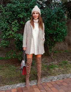 Tras la pista de Paula Echevarría » LUZ. White sweater-dress+pale brown over the knee boots+beige-white wool coat+ivory knit pompom beanie+red and grey Gucci Dionysus chain shoulder bag. Fall Everyday Outfit 2016