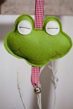 """Kinderwagenanhänger aus Filz """"Frosch"""""""