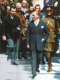 Her türlü yükselme ve olgunlaşmaya istidatlı olan milletimizin sosyal ve fikrî adımlarını kısaltmak istiyen engeller mutlaka ortadan kaldırılmalıdır. 1924 (Atatürk'ün B.N., S. 86)