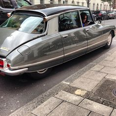 I have this vision of running a Citroen DS Cab Service in Paris, with a fleet of… Para saber más sobre los coches no olvides visitar marcasdecoches.org