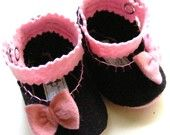 Black And Pink Wool Felt Baby Booties with Bows - Baby Shoes