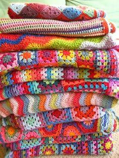 crocheted blankets Giant, Giant Granny Square Blanket - Knitting Crochet Sewing Crafts Patterns and Ideas! - the purl bee crochet blankets C. Love Crochet, Learn To Crochet, Knit Crochet, Simple Crochet, Beautiful Crochet, Crochet Blogs, Beginner Crochet, Crochet Scrubbies, Crochet Flowers