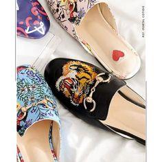 Repaginados pelos aviamentos metálicos, estampas e bordados, os mules conquistaram de vez o seu espaço entre as tendências do ano! Gucci, Shoes, Fashion, Block Prints, Trends, Moda, Zapatos, Shoes Outlet, Fashion Styles