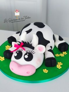 Cow Birthday Parties, Birthday Cake For Him, Pretty Cakes, Beautiful Cakes, Amazing Cakes, Piano Cakes, Cow Cakes, Animal Cakes, Gateaux Cake