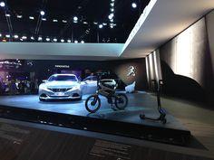 The AE21 #Peugeot #Hybrid bike inbetween the #PeugeotExalt #conceptcar and  #HybridKick at 2014 #ParisMotorShow #MondialAuto #PeugeotMondialAuto