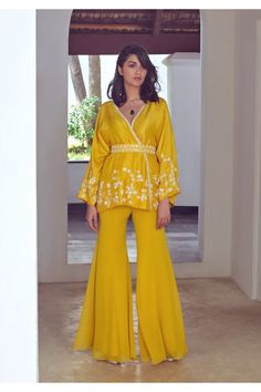 Party Wear Indian Dresses, Designer Party Wear Dresses, Indian Fashion Dresses, Dress Indian Style, Pakistani Dresses Casual, Indian Designer Outfits, Indian Gowns Dresses, Indian Wedding Outfits, Indian Outfits