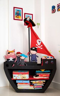 Mobili per bambini – Recycled Furnitures Ideas Retro Furniture, Barbie Furniture, Kids Furniture, Furniture Layout, Furniture Arrangement, White Furniture, Repurposed Furniture, Garden Furniture, Office Furniture