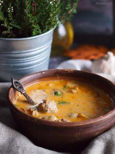 Przepyszna i bardzo sycąca węgierska zupa z mięsem i grzybami. Bardzo rozgrzewająca! Polecam na te chłodne dni, zapraszam po przepis!