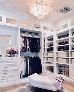 Walk In Closet Ideas - Trying to find some fresh ideas to renovate your closet? Visit our gallery of leading luxury walk in closet design ideas and photos. Walk In Closet Small, Walk In Closet Design, Bedroom Closet Design, Master Bedroom Closet, Closet Designs, Dream Bedroom, Luxury Master Bedroom, Master Bedroom Design, Diy Bedroom