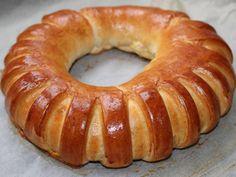 Húsvéti sonkás-tormás koszorú   Alajuli receptje - Cookpad receptek Ring Cake, Bagel, Scones, Doughnut, Sausage, Food And Drink, Easter, Bread, Desserts