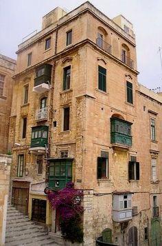 Traditional Architecture.. Valletta, Malta http://www.bambiniconlavaligia.com/vacanza-a-malta-una-settimana-di-relax/