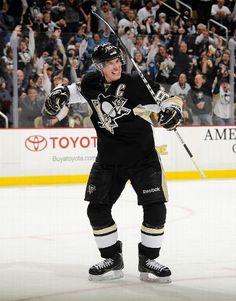 He scores! Sidney Crosby