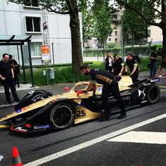 A few shots of #JuliusBaer #FormulaE cars getting ready for the Swiss E-Prix on the streets of @stadtbern this Saturday🤩 • • #formulaebern #swisseprix #swisseprix2019 #eprix #eprix2019 #bern #formele #abbformulae #racing #motorsport #racecars #switzerland #weekend #race #saturday #formula #closeup #photography #photooftheweek #sportphotography #cityscape #citystreets #edelswiss #photographer #edelswisslimousine Sport Photography, Bern, Photos Of The Week, City Streets, Switzerland, Race Cars, Close Up, Shots, Racing