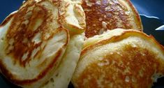 Τα pancakes της κυριακάτικης τεμπελιάς -idiva.gr Easy Banana Pancake Recipe, Banana Pancakes, Banana Milk, Breakfast Recipes, Brunch, Vegetarian, Bread, Baking, Lchf
