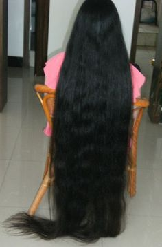 xiaobai has very long hair about floor length - [ChinaLongHair.com]
