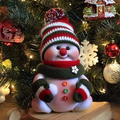 Crochet ideas that you'll love Easy Homemade Christmas Gifts, Easy Christmas Crafts, Felt Christmas, Christmas Snowman, Simple Christmas, Beautiful Christmas, Christmas Ornaments, Handmade Christmas Decorations, Snowman Crafts