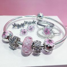 PANDORA Scarborough Town (@pandora.stc) в Instagram: «Look at florals in a new way with the Spring 2017 Collection from PANDORA Jewelry. Sparkling…»