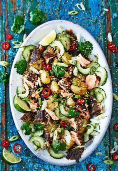 Jamie Oliver: aziatische zalmsalade – Food And Drink Salmon Salad Recipes, Fish Recipes, Asian Recipes, Jamie Oliver Healthy Recipes, Dinner Is Served, Coco, Food Inspiration, Love Food, Sushi