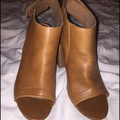 ALDO leather peep-toe sandals Size 7.5 ALDO leather peep-toe sandals in camel color, size 7.5. Has minimal signs of wear, the leather can be easily cleaned to look like new! Very stylish & classic look, goes with everything from pants to skirts & dresses. ALDO Shoes Sandals