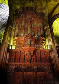 Ornately carved, wood organ pipes of the Seville Cathedral. /// Intrincado órgano de madera tallada de la Catedral de Sevilla.  #architecture #photography #art #Spain #arquitectura #fotografia #arte #España