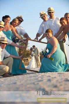 仲間たちに手伝ってもらって♡ウェディング、ブライダル・フォトは一生の思い出。ビーチでの結婚式の写真の参考一覧を集めました♡
