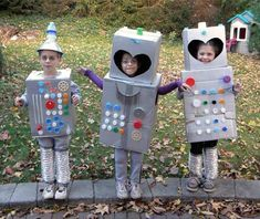The robot Halloween costume. It's classic, right? It's one of those cost… The robot Halloween costume. It's classic, right? It's one of those costumes you can make at the last minute, and still look great — some cardboard boxes a Disney Halloween, Halloween Lego, Holidays Halloween, Halloween Party, Halloween College, Group Halloween, Halloween Desserts, Women Halloween, Happy Halloween