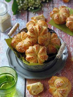 Nálam ritkán készül muffin, talán azért, mert nem szeretjük a tömör süteményeket. Ezt a receptet az FB-n láttam ... Salty Snacks, Yummy Snacks, Yummy Food, Hot Cocoa Recipe, Cooking Recipes, Vegetarian Recipes, Salty Cake, Hungarian Recipes, Snacks Für Party