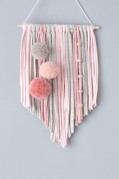 Pom Pom Crafts, Yarn Crafts, Home Crafts, Arts And Crafts, Macrame Wall Hanging Diy, Wall Hanging Crafts, Yarn Wall Art, Ideias Diy, Macrame Design