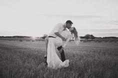 Hermione de Paula | Pippa and Jon's wedding | #sunset #fields #romance #weddingphoto #hermionedepaula #hdpbridal