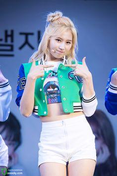 The Beauty of Chubby Leg Lines of K-pop Girl groups Female idol 12 December 2015 Kpop Girl Groups, Korean Girl Groups, Kpop Girls, Nayeon, Asian Woman, Asian Girl, Sana Minatozaki, Shes Perfect, Twice Kpop