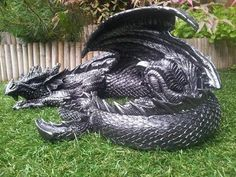 But could I afford to feed it? Dragon Statue, Dragon Art, Creatures Of The Night, Magical Creatures, Fantasy Dragon, Fantasy Art, Sculpture Art, Sculptures, Dragon Images