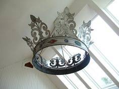 love this crown like fixture