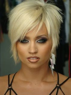 how gorgeous is she and her makeup and that cute pixie hair?!!!!! I love this but would never be brave enough to do it!