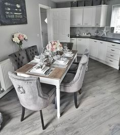 Love the grey interiors trend? 😍 Our Mountain summit Oak Laminate Flooring can give you the right look, without busting the bank 🤑 Get your free samples today 📦 🚚 Dispatched within 24 hours! Elegant Dining Room, Dining Room Design, Home Decor Kitchen, Kitchen Interior, Grey Home Decor, Grey Laminate Flooring, Gray Interior, Interior Design, Living Room Inspiration