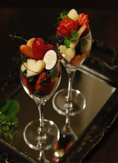 画像4つ目 バレンタインもフルーツを♡の記事より Fruit Plate, Fruit Art, Sweets Recipes, Desserts, Healthy And Unhealthy Food, Veggie Platters, Romantic Meals, Colorful Fruit, Fruit Arrangements