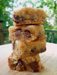Chocolate Chip Graham Cracker Blondies - These look too yummy!