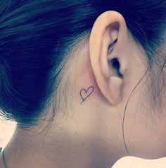 <p><i>Può sembrare una scelta banale, ma un piccolo cuore stilizzato nella parte posteriore dell'orecchio è un particolare che fa la differenza.</i></p>