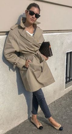 Fashion Tips Quotes Trench chic.Fashion Tips Quotes Trench chic Mode Outfits, Chic Outfits, Fashion Outfits, Fashion Tips, Fashion Boots, Casual Chic, Chic Chic, Fashion Mode, Womens Fashion
