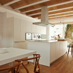 House Ca's Bouer / Jordi Queralt + La Boqueria - Spain © Eugeni Pons Myconos, Sweet Home, Interior Architecture, Interior Design, Kitchen Models, Contemporary Interior, Home Kitchens, Kitchen Dining, Kitchen White