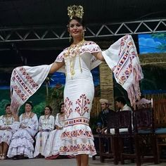 Que belleza! Vestido Estilizado.  #FestivalDelManito2014 @RTPanama @alopanameno @Herreranos @Chitre_Progresa