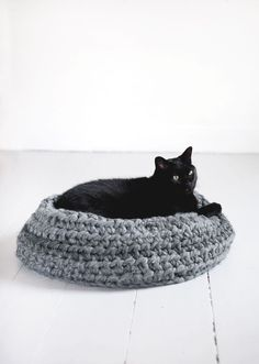 DIY Crochet Cat Bed @themerrythought