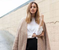 Nordstrom Coats - Best Outfit Ideas For Fall And Winter - 3 Minimal Chic Ways To Wear A Textured Camel Coat Minimal Chic, Minimal Fashion, Modern Fashion, Minimalist Fashion French, Modern Minimalist, Skandinavian Fashion, Nordstrom Coats, Chic Minimalista, Fall Outfits