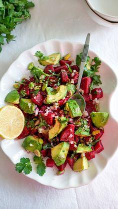 Beet and avocado salad - Avacado Ideen Avocado Salad Recipes, Chickpea Salad Recipes, Bread Pudding With Apples, Avocado Salat, Marinated Steak, Comfort Food, Barbecue Recipes, Vegetable Sides, Beets