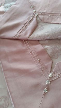 Neck Designs For Suits, Neckline Designs, Sleeves Designs For Dresses, Dress Neck Designs, Simple Pakistani Dresses, Pakistani Fashion Casual, Pakistani Dress Design, Fancy Dress Design, Stylish Dress Designs