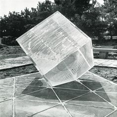 UBE ビエンナーレ(現代日本彫刻展) / UBE Biennale International Sculpture Competition 1973年 第5回現代日本彫刻展 実物制作指定作品 ※宇部市野外彫刻美術館賞  野崎 悠子 / Yuko Nozaki メンタルスペース、キューブ'73 / Mental-Space, Cube'73 アクリル樹脂、白セメント色 / Achrilic resin, white cement H140×W160×D160cm